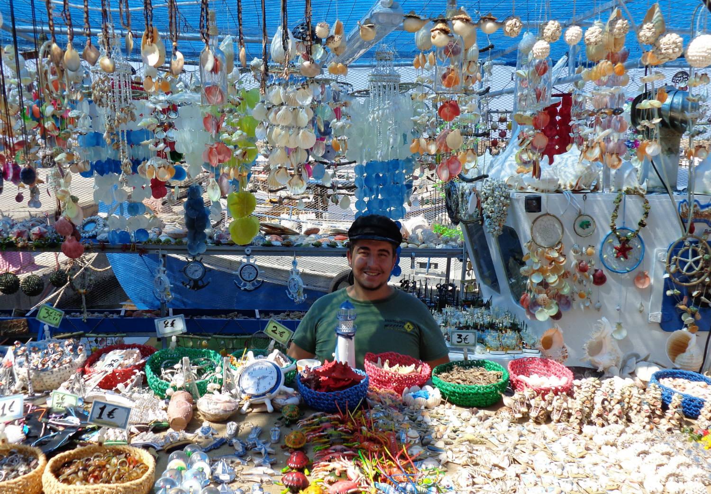 vendedor en el puerto de Chania